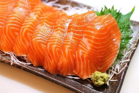 Gỏi cá hồi thơm ngon