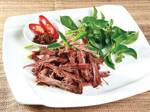 Thịt trâu gác bếp xé nhỏ của người Thái đen